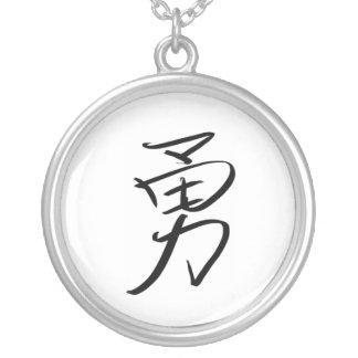 Colar Banhado A Prata Coragem (chinesa)