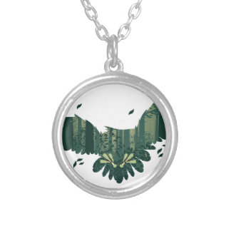 Colar Banhado A Prata Coruja e paisagem da floresta do abstrato