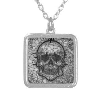Colar Banhado A Prata Crânio de vidro do mosaico, branco preto