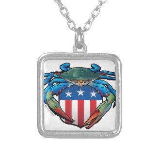 Colar Banhado A Prata Crista dos EUA do caranguejo azul
