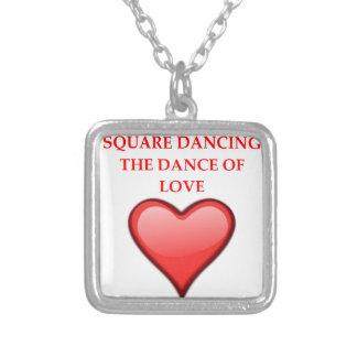 Colar Banhado A Prata dança quadrada