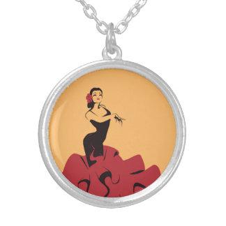 Colar Banhado A Prata dançarino do flamenco em uma pose espectacular