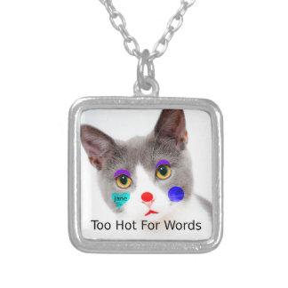 """Colar Banhado A Prata """"Demasiado quente para gato das palavras"""" com"""