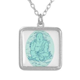 Colar Banhado A Prata Desenho da pose de Gautama Buddha Lotus
