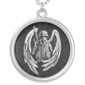 Colar Banhado A Prata Design do anjo do soldado