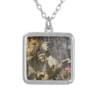 Colar Banhado A Prata Detalhe de d'Artemide de Fontana, Ortigia