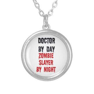 Colar Banhado A Prata Doutor pelo assassino do zombi do dia em a noite