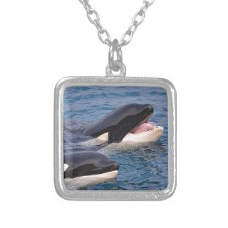Colar Banhado A Prata Duas baleias de assassino