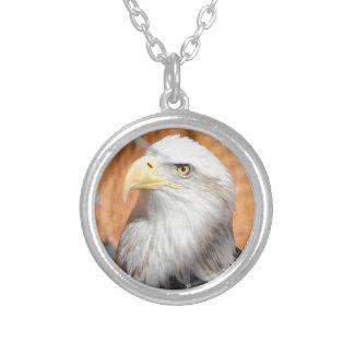 Colar Banhado A Prata Eagle no deus que nós confiamos