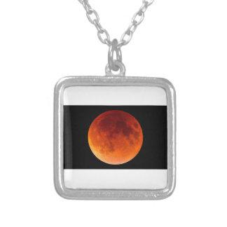 Colar Banhado A Prata Eclipse da lua do sangue