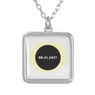 Colar Banhado A Prata Eclipse solar total