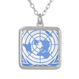Colar Banhado A Prata Emblema de United Nations