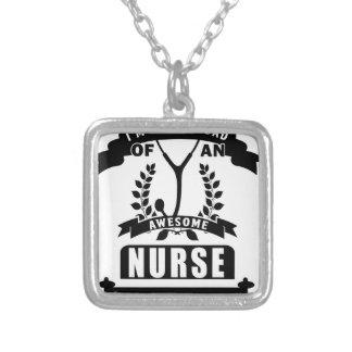 Colar Banhado A Prata enfermeira e pai