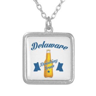 Colar Banhado A Prata Equipe do bebendo de Delaware