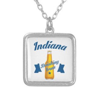 Colar Banhado A Prata Equipe do bebendo de Indiana