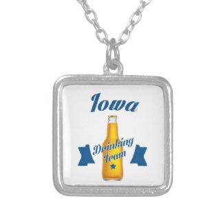 Colar Banhado A Prata Equipe do bebendo de Iowa