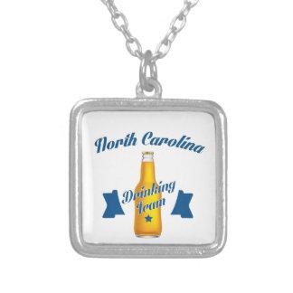 Colar Banhado A Prata Equipe do bebendo de North Carolina