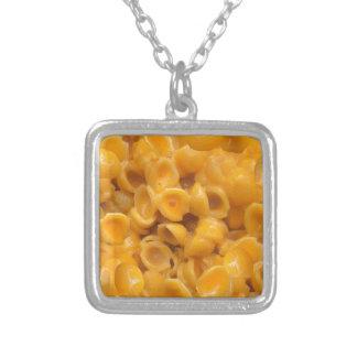 Colar Banhado A Prata escudos e queijo