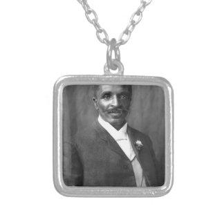 Colar Banhado A Prata Escultor de George Washington