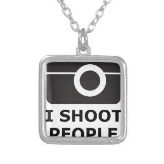 Colar Banhado A Prata Eu disparo em pessoas