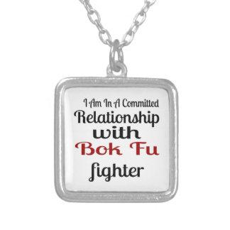 Colar Banhado A Prata Eu estou em uma relação cometida com luta de Bok