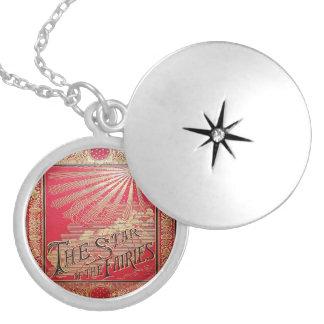 Colar Banhado A Prata Falln a estrela da capa do livro das fadas