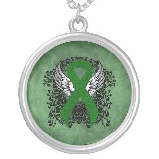 Colar Banhado A Prata Fita verde com asas