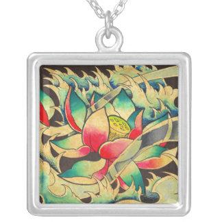 Colar Banhado A Prata Flor de Lotus do japonês
