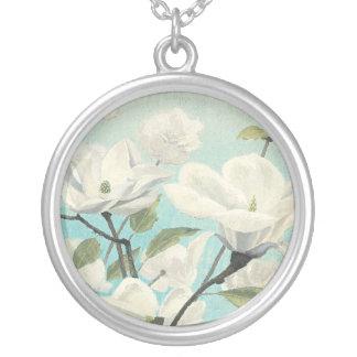 Colar Banhado A Prata Flores brancas do sul