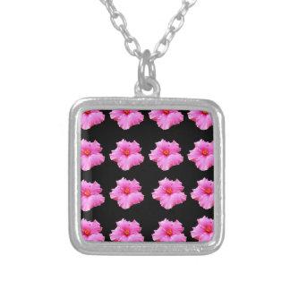 Colar Banhado A Prata Flores cor-de-rosa do hibiscus no preto, _