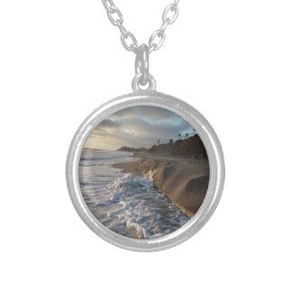 Colar Banhado A Prata Fotografia das ondas que batem a areia