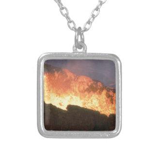 Colar Banhado A Prata fulgor do fogo vulcânico