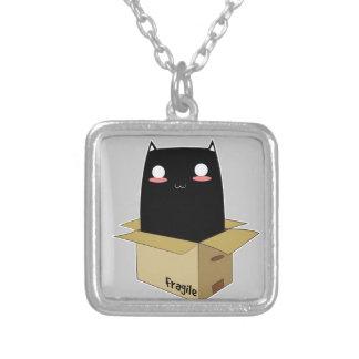 Colar Banhado A Prata Gato preto em uma caixa