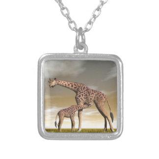 Colar Banhado A Prata Girafa da mãe e do bebê - 3D rendem