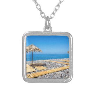 Colar Banhado A Prata Guarda-chuvas de praia com trajeto e pedras na
