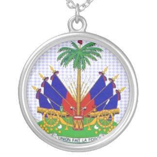 Colar Banhado A Prata Haiti cercou