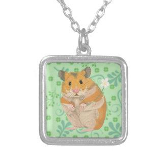 Colar Banhado A Prata Hamster pequeno bonito que guardara uma flor