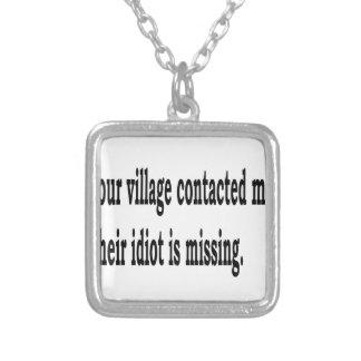Colar Banhado A Prata Idiota da vila
