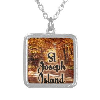 Colar Banhado A Prata Ilha de St Joseph com cores da queda