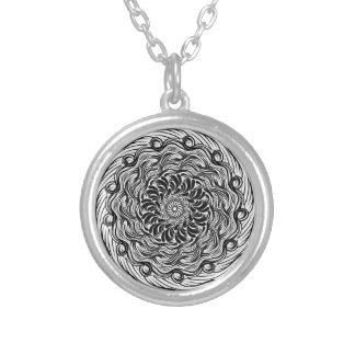 Colar Banhado A Prata Ilusão óptica do Doodle ornamentado do zen preto e