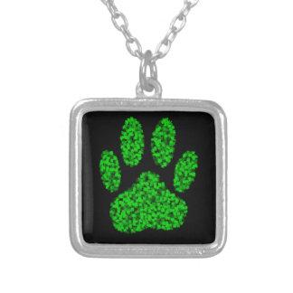 Colar Banhado A Prata Impressão verde da pata do cão da folha