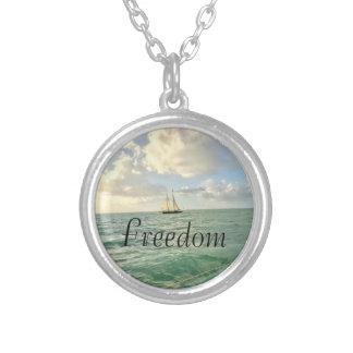 Colar Banhado A Prata Intenção da liberdade