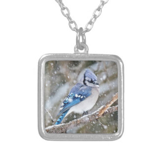 Colar Banhado A Prata Jay azul em uma tempestade de neve