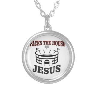 Colar Banhado A Prata Jesus embala a casa