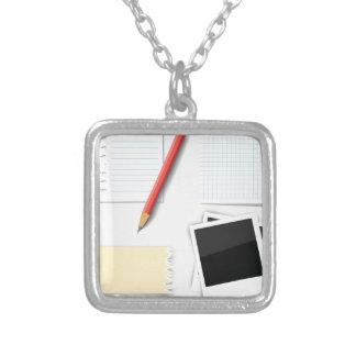 Colar Banhado A Prata lápis e papel