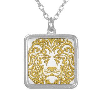 Colar Banhado A Prata leão dourado na coroa - imitação do bordado