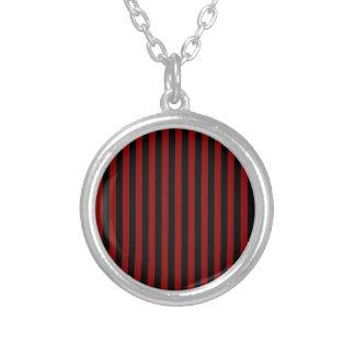 Colar Banhado A Prata Listras finas - pretas e obscuridade - vermelho