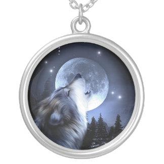 Colar Banhado A Prata Lobo que urra na lua
