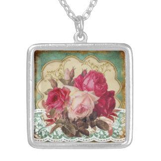 Colar Banhado A Prata Loveliness feminino: Flores cor-de-rosa do vintage