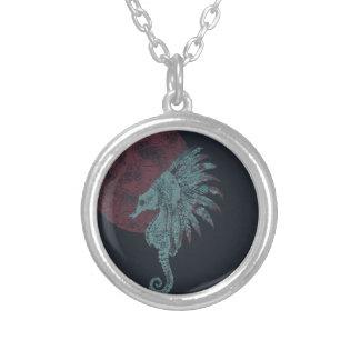 Colar Banhado A Prata lua do vermelho do cavalo marinho